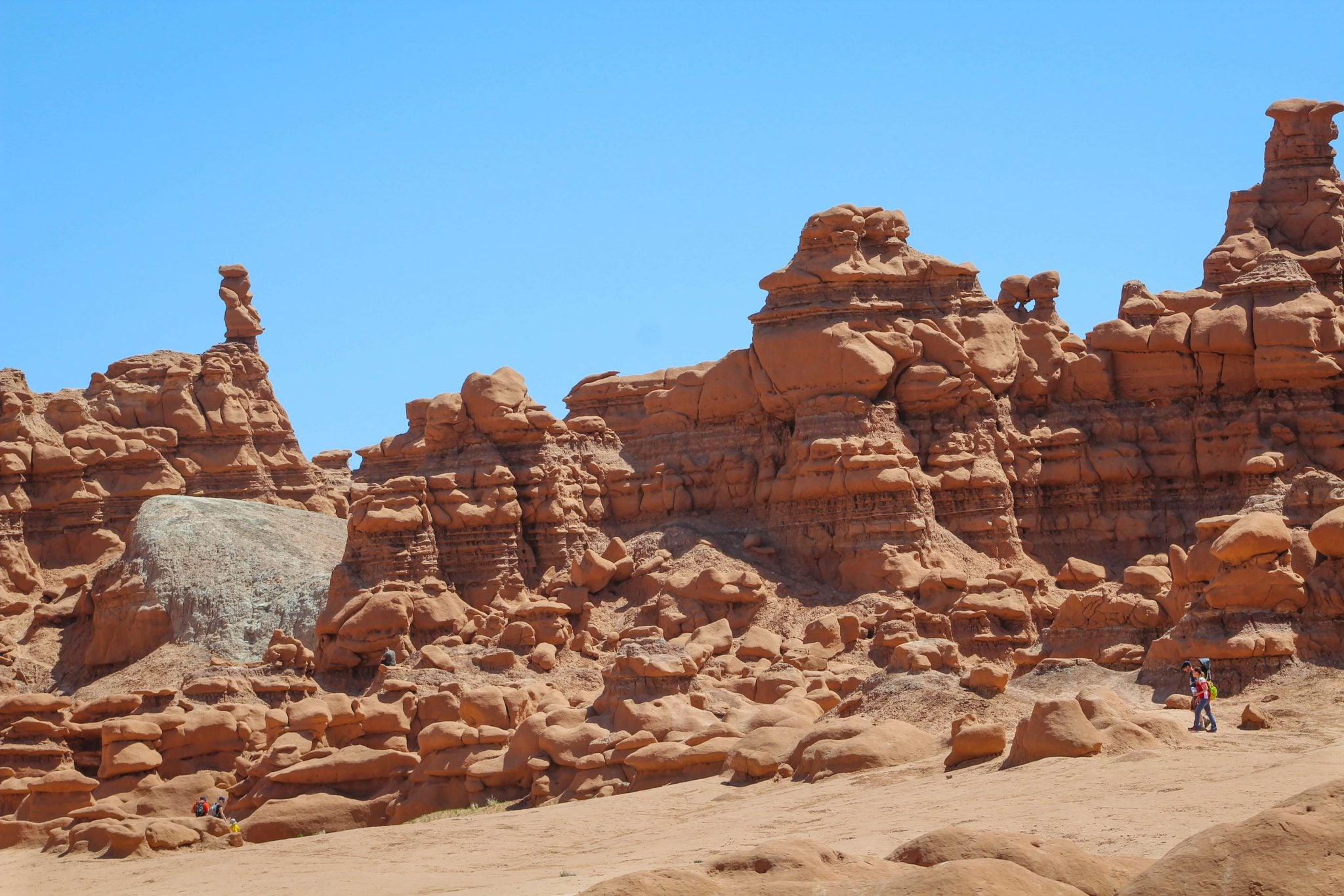 banner-goblin-valley-hoodoos-hiking